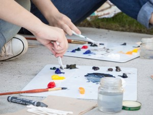 Students mix their paints while outside the MIWSFPA.