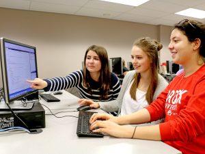 Students help Distress Centre Niagara