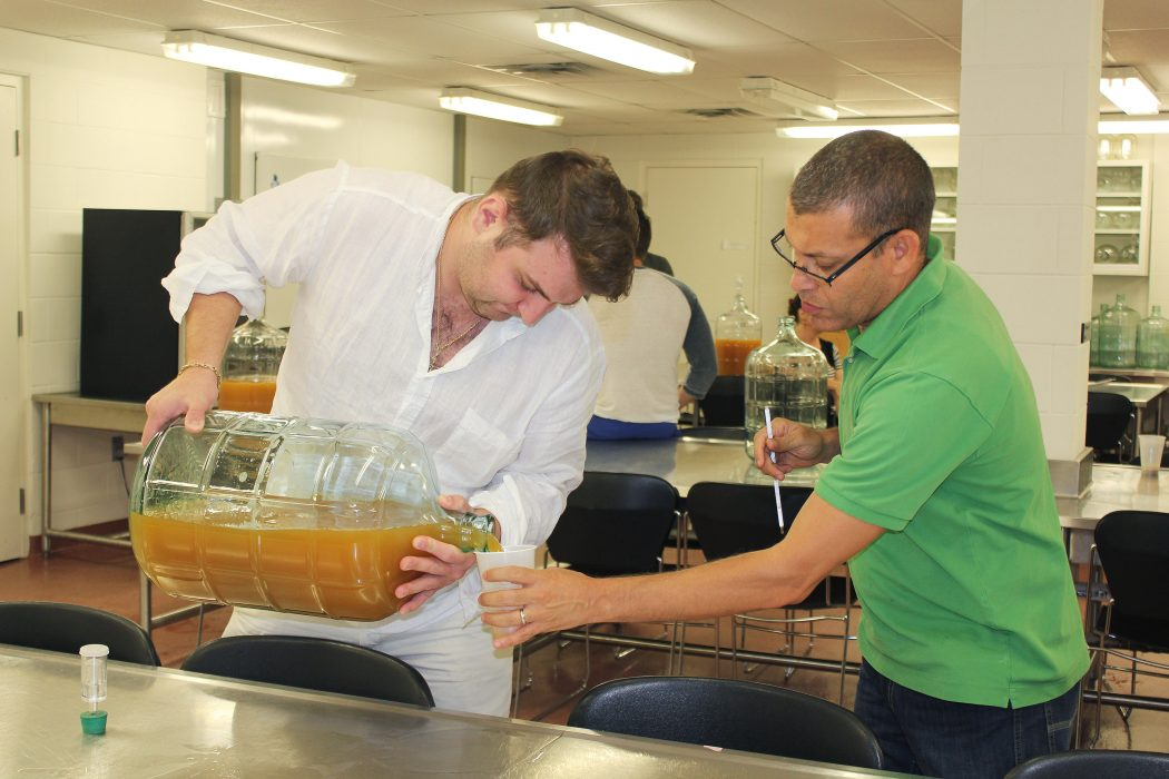 CCOVI cider course participants work in lab